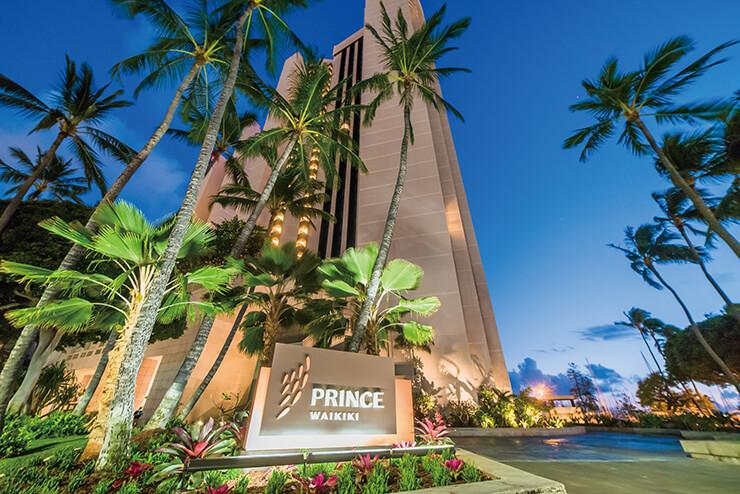 오아후 섬 와이키키 초입에 자리한 호텔 외관.