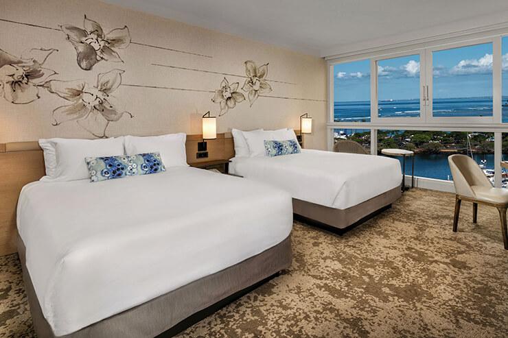전면 레너베이션을 통해 고급스러움을 더한 호텔. 전 객실이 오션 프런트 뷰를 가지고 있다.