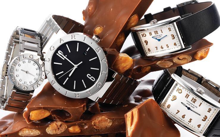 반지보다 로맨틱한 시계를 찾는 당신을 위해. 이토록 낭만적인 시계를 보고 있자면 시간이 절로 달콤해진다.