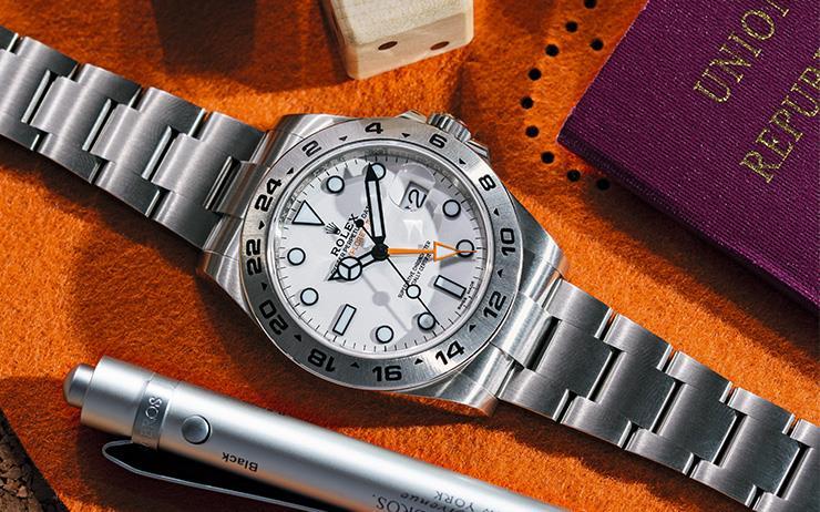 전 세계를 누비는 스포츠맨을 위한 역사적이고 우아한 시계.