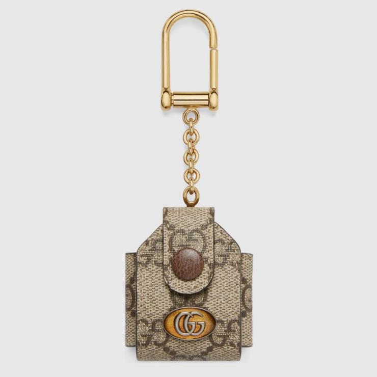 GG 모노그램을 입은 그레인 가죽 소재의 오피디아 GG 에어팟 케이스 30만원대 GUCCI.