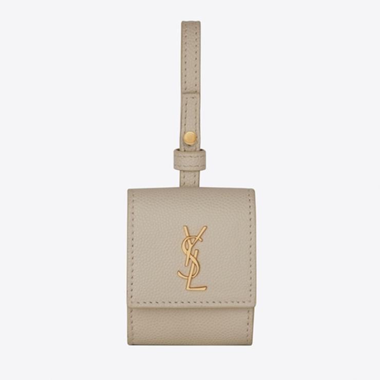 금색 로고 장식이 포인트인 무선 이어폰 케이스 30만원대 SAINT LAURENT.