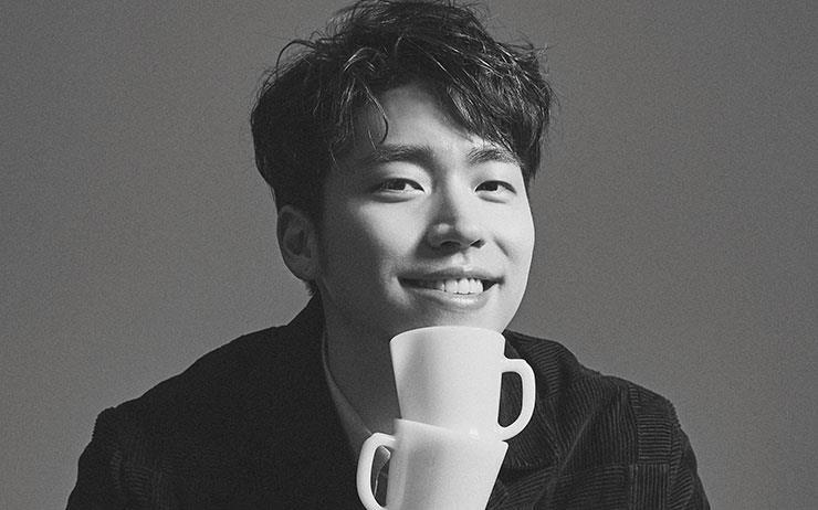 4년 전 이기훈이 호주 듁스 커피 코리아의 라이선스를 가지고 서울에 온 것을 기점으로 해외 스페셜티 로스터 브랜드의 유행이 일었다. 지금도 이기훈은 작고 조밀한 조직을 그의 방식으로 이끌고 있다.