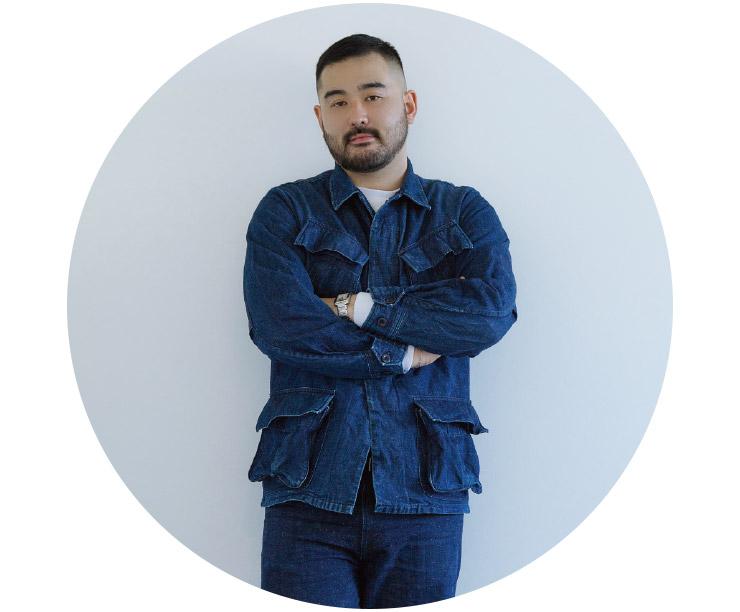 디자이너 토모 코이즈미.