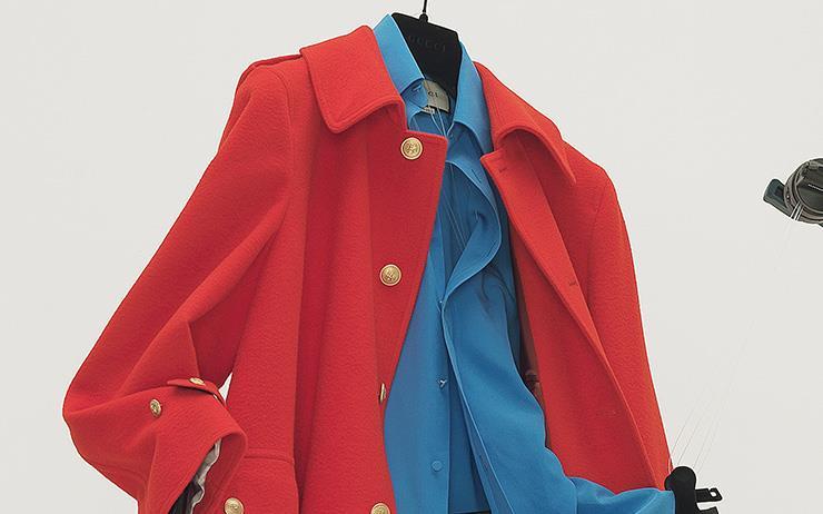 두꺼운 다운재킷 대신 가뿐한 코트를 꺼내야 할 때.