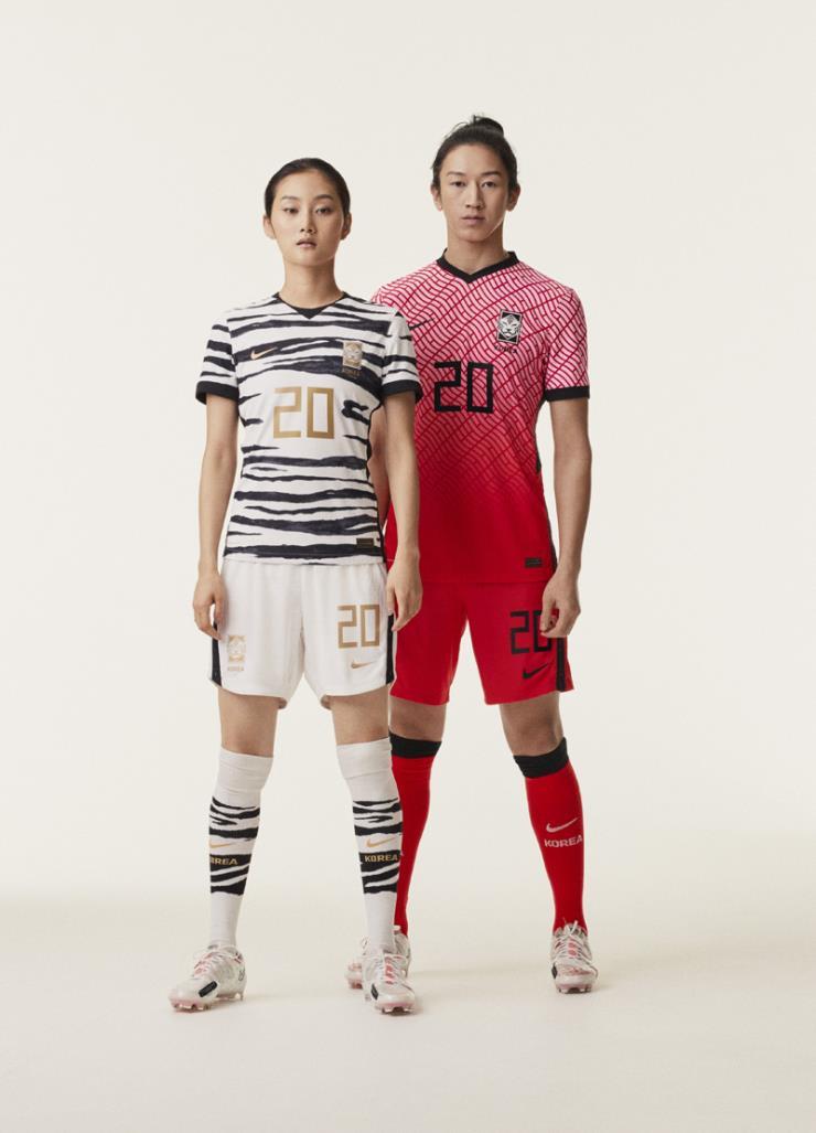 2020 도쿄 올림픽에참가하는 선수들을 위해 선보인 새로운 컬렉션 또한 지속가능성에 초점을 맞췄다. 기능과 환경 양쪽을 고려한 한국 축구 대표팀의 유니폼