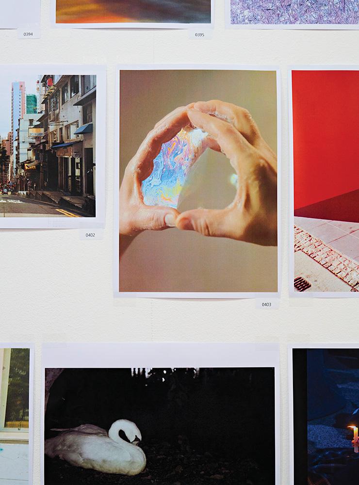 그래픽 작업, 일러스트, 텍스트 파일, 캡처 화면까지, 4회에는 역대 가장 폭넓은 사진이 출품되고 판매되었다.