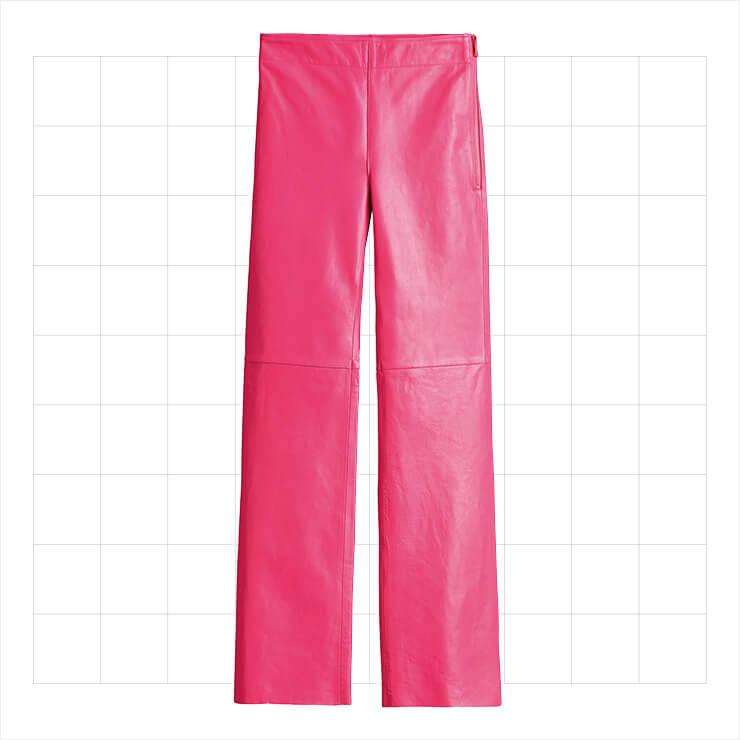 선명한 핑크 컬러의 레더 팬츠는 12만9천원, H&M Studio.