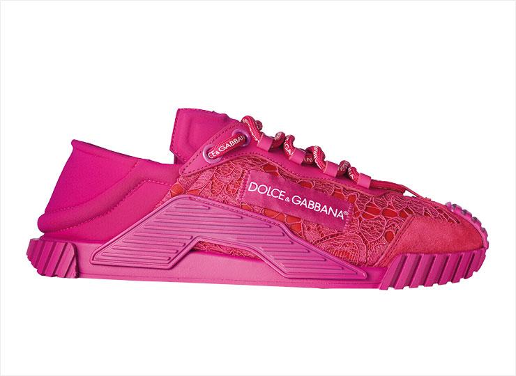 페미닌 분위기의 레이스 스니커즈는 가격 미정, Dolce & Gabbana.