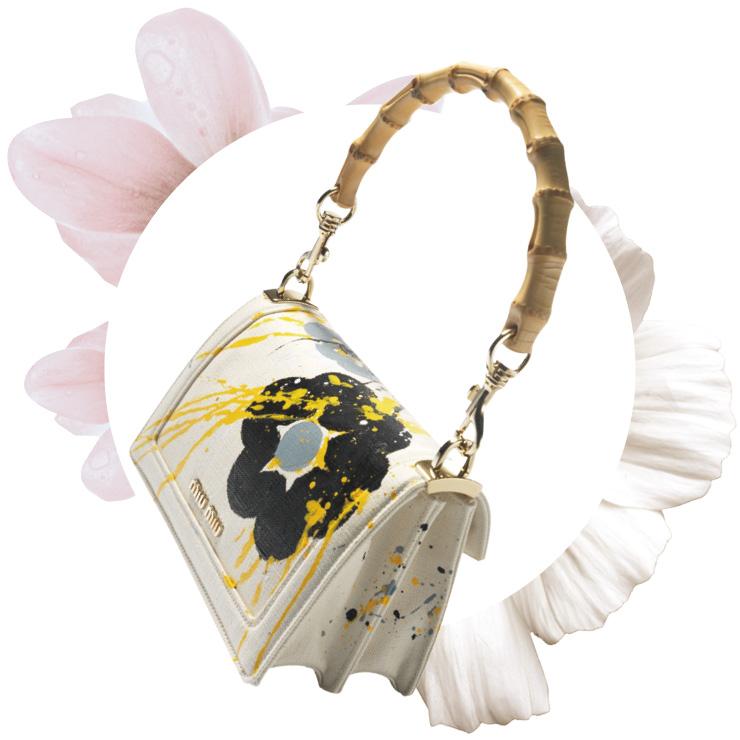 페인팅 터치가 특징인 뱀부 핸들 백은 가격 미정, Miu Miu.