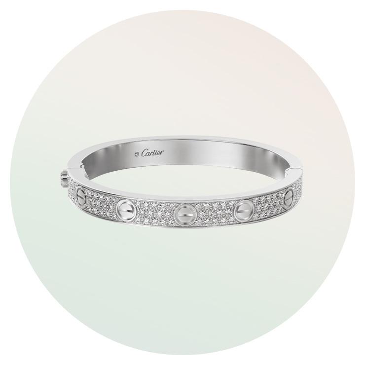 다이아몬드가 파베 세팅된 '러브' 브레이슬릿은 Cartier.