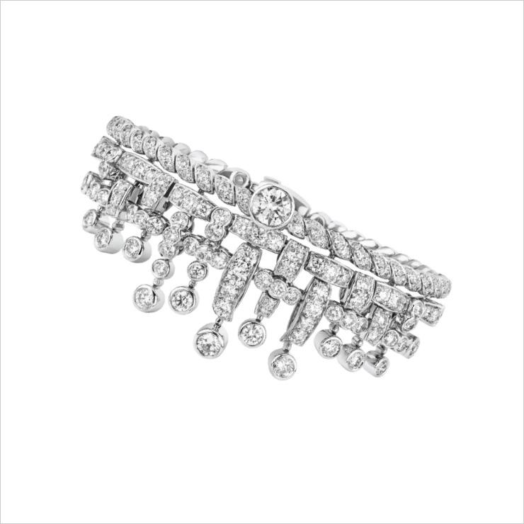 화이트 골드에 다이아몬드가 세팅된 '트위드 프랑쥬 브레이슬릿'.