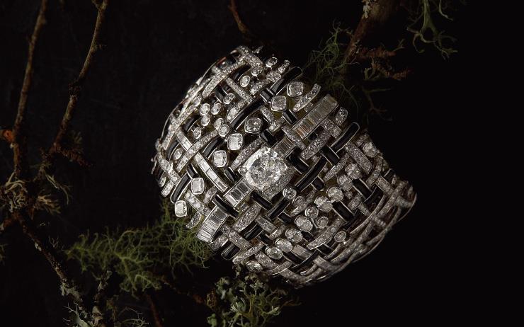 샤넬의 상징, 트위드 소재에 헌정하는 최초의 하이주얼리 컬렉션 '트위드 드 샤넬(Tweed de Chanel)'을 만나다.