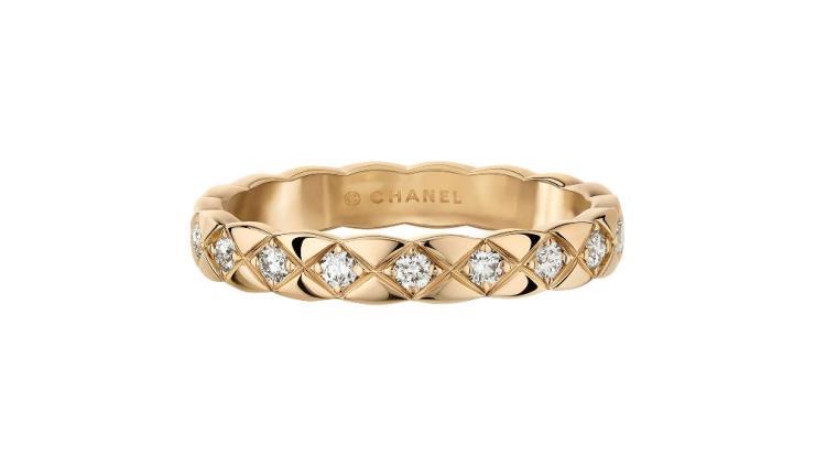 퀼팅 모티프의 18K 베이지골드에 18개의 라운드 컷 다이아몬드를 세팅한 코코 크러쉬 미니 링