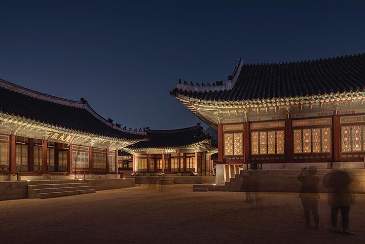 경복궁의 야간 경관.