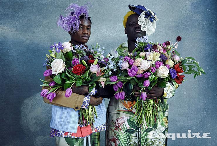 (왼쪽) 보머 프라다. 셔츠 카사블랑카. 팬츠 돌체&가바나. 머리 장식 휘스 배옌스. (오른쪽) 코트 돌체&가바나. 머리 장식 휘스 배옌스.