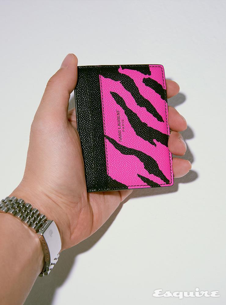 핑크 지브러 프린트 카드 케이스 35만원 생 로랑 by 안토니 바카렐로.