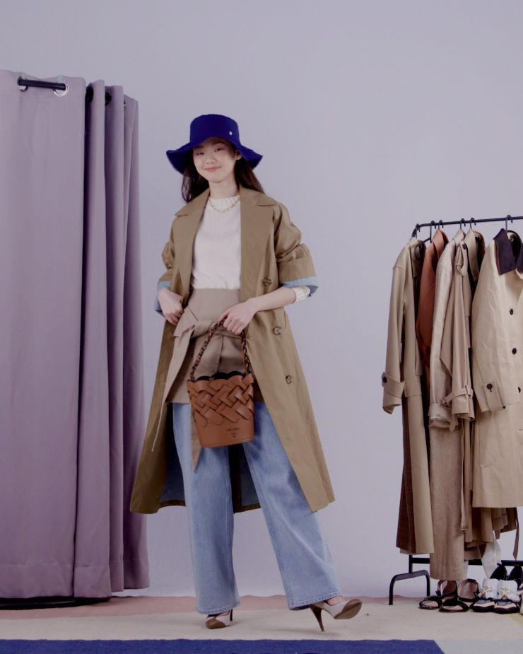 트렌치 코트는 Zara.