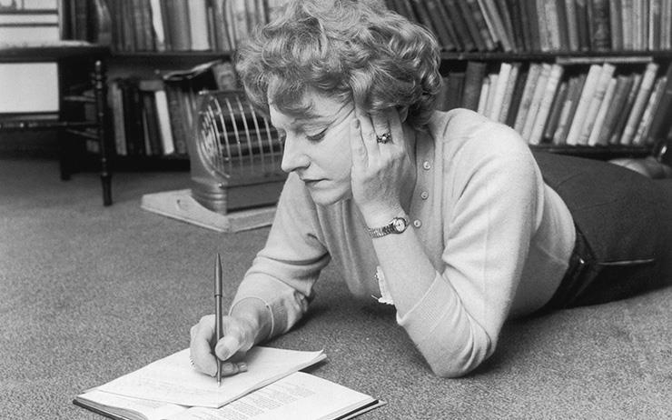 시인이 직접 정리한 다양한 책들의 독후 기록.