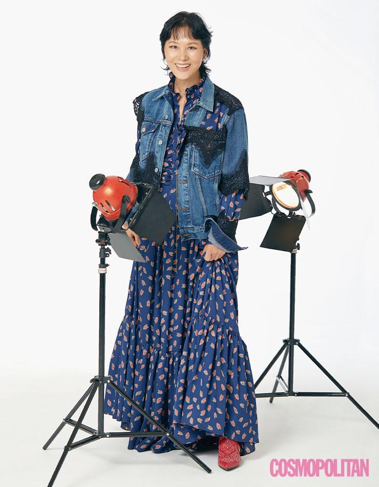 주얼리 모두 H.R. 데님 재킷, 드레스, 부츠 본인 소장품.