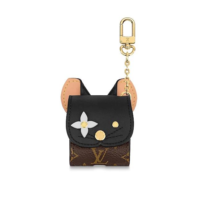 귀여운 고양이 모티프의 에어팟 케이스는 62만원으로 Louis Vuitton.