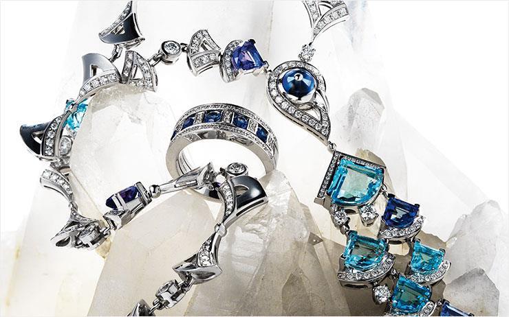 왕실이 택한 기품의 상징, 블루 주얼리.