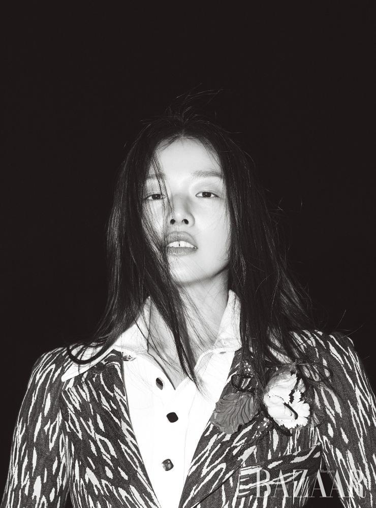재킷, 셔츠는 모두 Louis Vuitton.