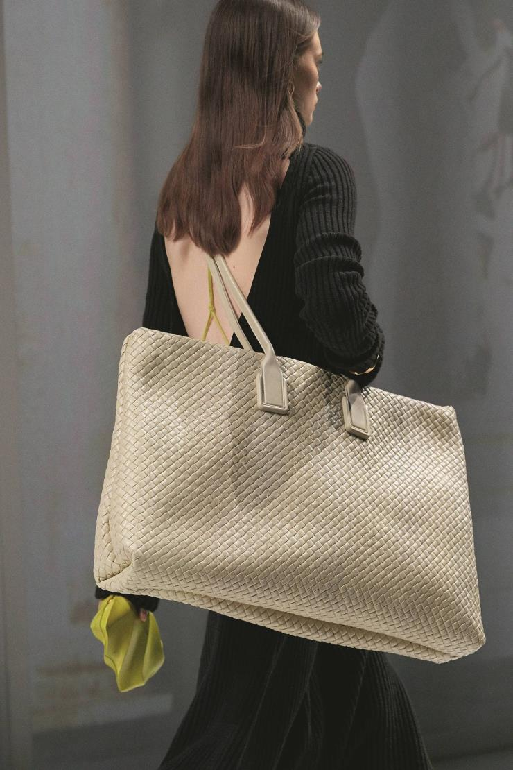 다양한 사이즈와 디자인으로 진화한 핸드백.