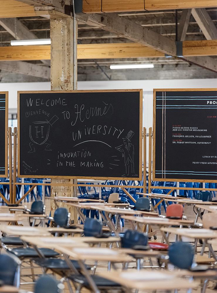 마치 대학 강의실 같은 공간에서 이벤트를 진행했다.