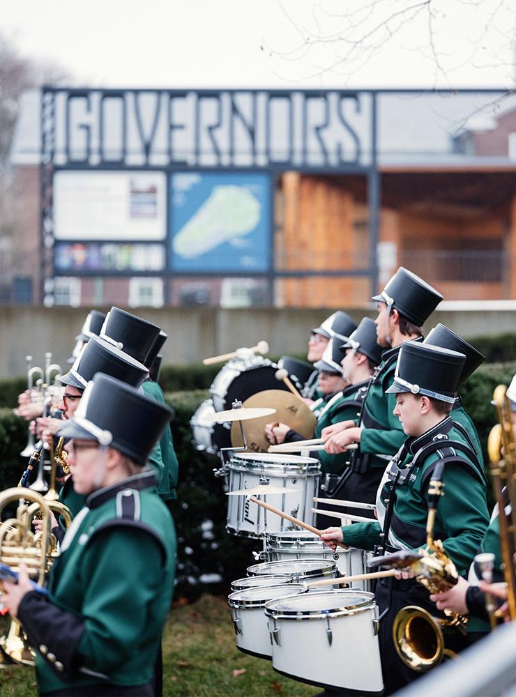 와그너 칼리지 시호크 마칭 밴드가 거버너스 아일랜드를 찾은 손님들을 가장 처음 맞이했다.