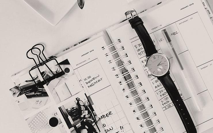 새어나가는 시간을 줄여라! 베스트셀러 <해빗 스태킹> <게으름이 습관이 되기 전에>의 저자이자 습관 전문가인 스티브 스콧이 시간을 효율적으로 쓰는 방법을 공개한다.