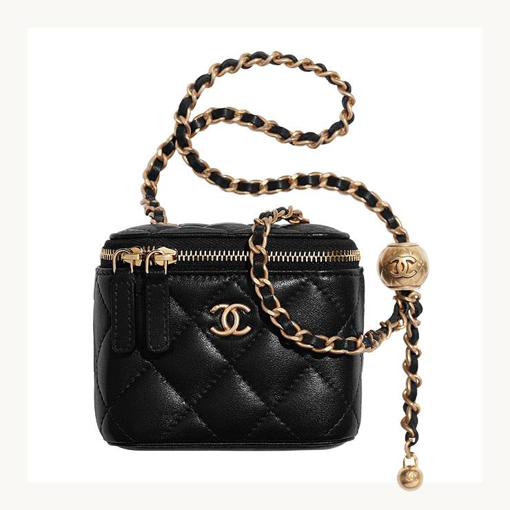 클래식한 체인 스트랩 백은 가격 미정, Chanel.