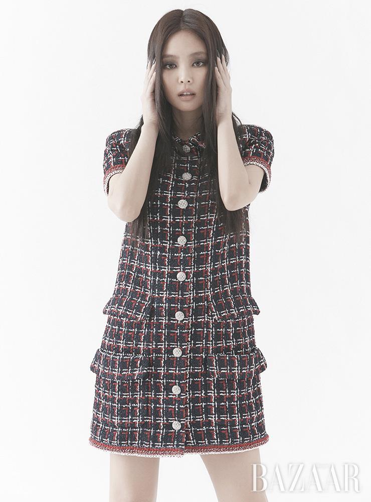 드레스는 Chanel.