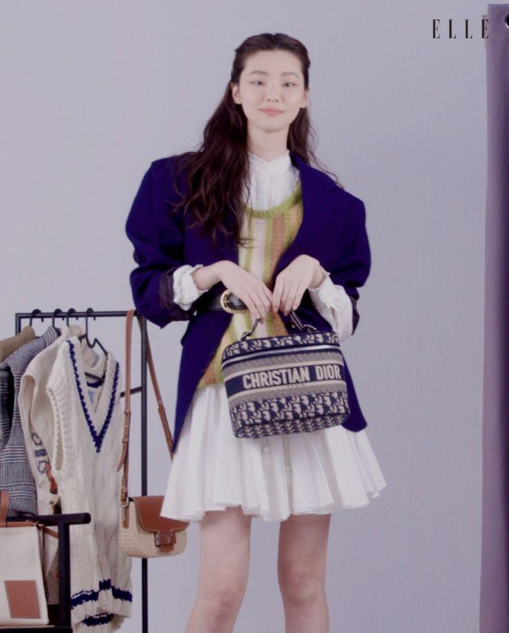 코스메틱 백은 Dior.