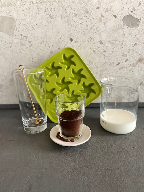 아이스 큐브 라테 재료