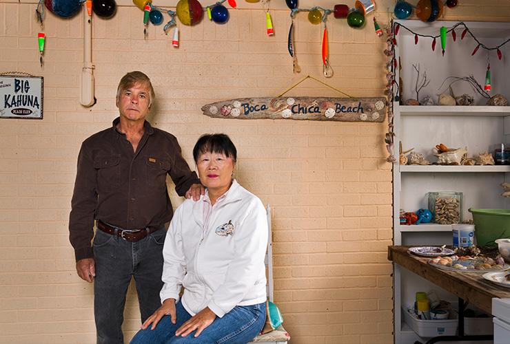 """롭과 사라 에이버리 부부는 보카치카로 영구 이주하기 위해 최근 텍사스 주민이 되었다. 그런데 스페이스X의 (이주) 제안 서한이 왔을 때 '우리는 쓰러졌다""""고 롭이 말했다."""
