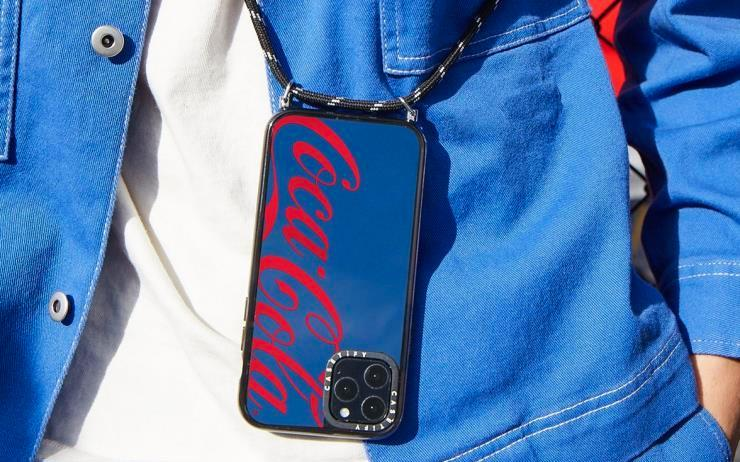케이스티파이가 코카-콜라와 협업한 패키지 에디션을 출시한다.