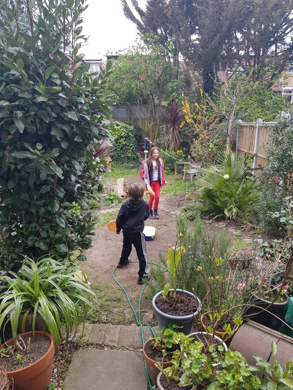 정원 가꾸기 만큼 효과적인 테라피는 없다. Photo by Innes Weir