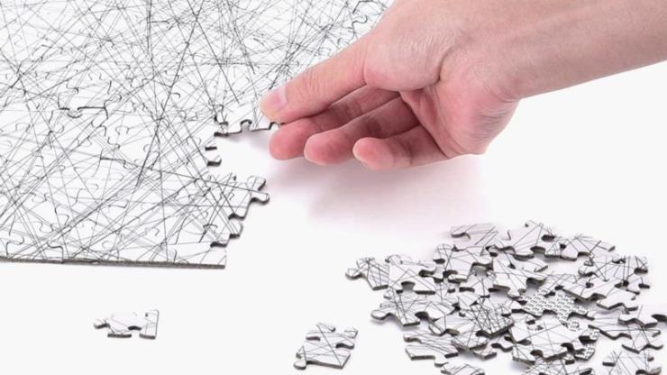 흰 배경에 여러 직선으로 구성해 과연 완성할 수 있을까 싶다.