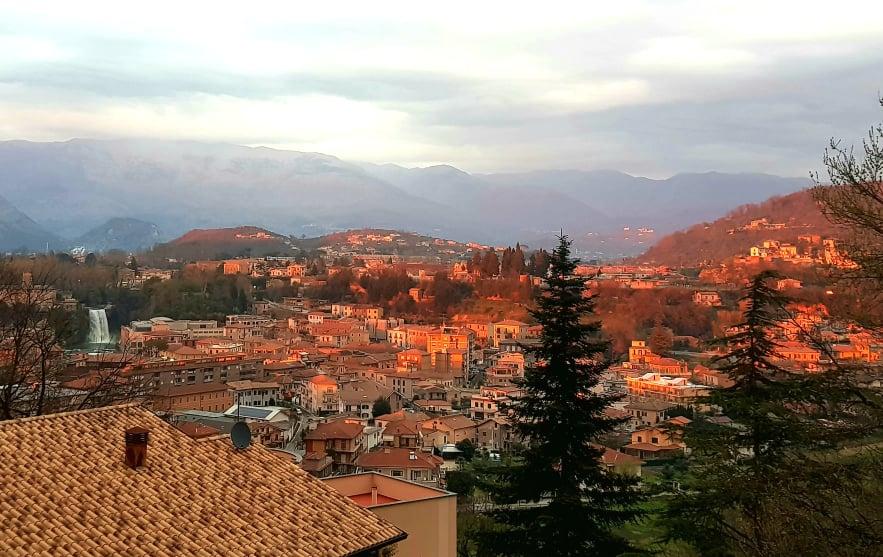 로마 근처에 위치한 아름답고 고요한 작은 마을 이솔라 델 리리. Photo by Federico Iafrate