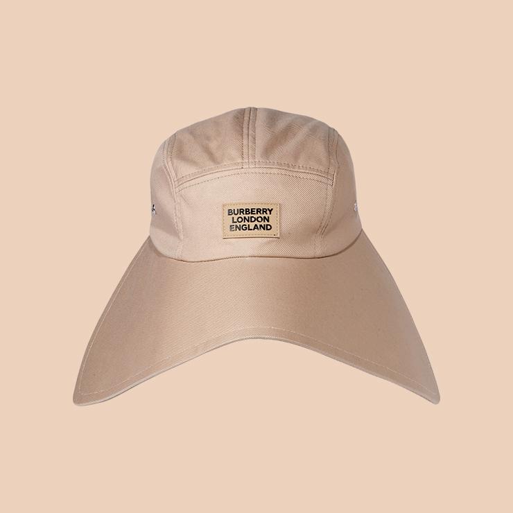 캡 모자는 65만원 Burberry.
