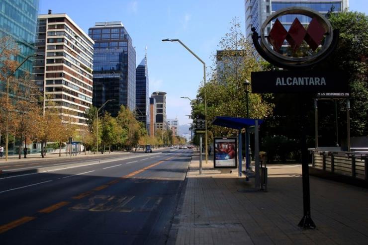 한적한 산티아고 다운타운의 모습! Photo by Claudia Calderón Rich
