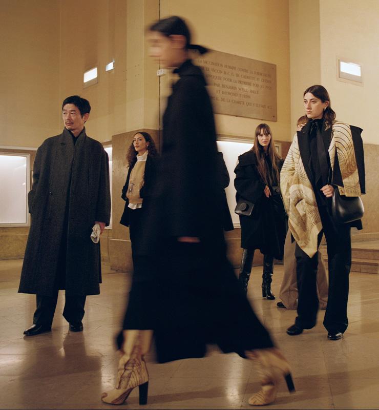 나탈리아 아세베도(Nathalria Acevedo), 카세 료(Kase Ryo), 이실드 르 베스코(Isild Le Besco)와 같은 독립영화계 히어로를 비롯해 다양한 나이 대와 인종, 체형을 가진 모델들이 등장한 2020 F/W 르메르 컬렉션.