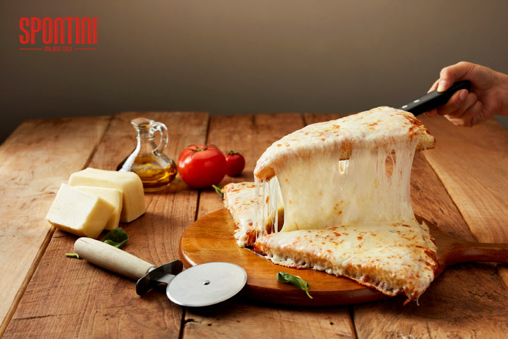 '마르게리타'부터 스폰티니의 시그너처 피자인 '스폰티니 1953' 등 다양한 메뉴는 이탈리아산 재료를 사용해 만든다.