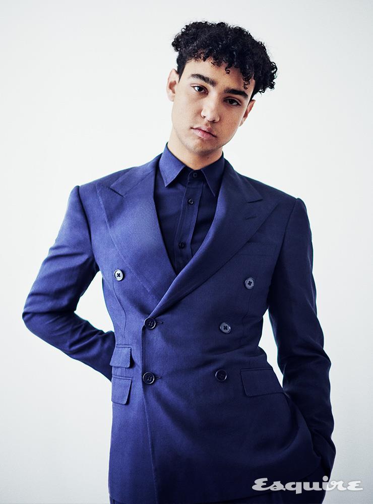 재킷, 셔츠 모두 랄프 로렌.