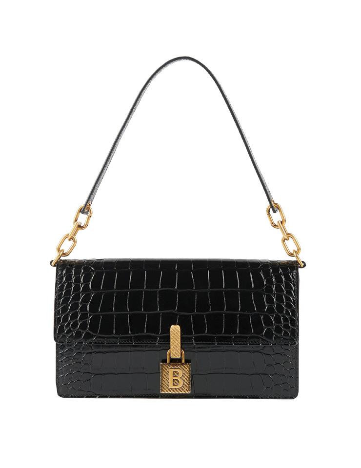 클래식한 디자인의 핸드백은 가격 미정, Balenciaga.