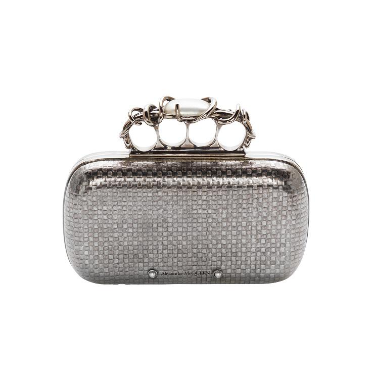 우븐 소재처럼 표현한 브라스 박스 클러치백은 3백34만원, Alexander McQueen.