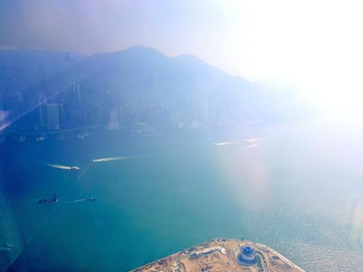 116 층에서 바다와 도시 풍경을 바라보며 받는 홍콩 리츠칼튼 호텔 스파. 사진/ 이선배