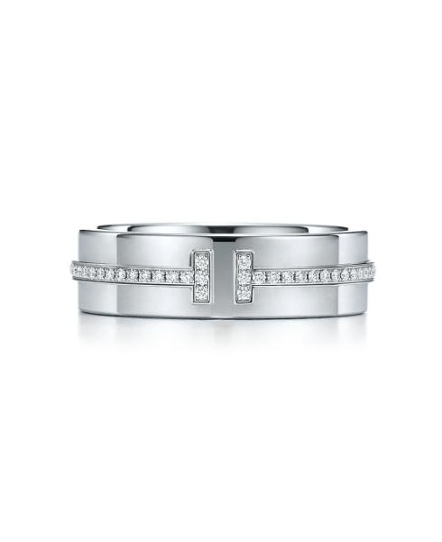 화이트 골드에 다이아몬드가 T자로 세팅된 와이드 다이아몬드 링, 4백만원대, 티파니앤코