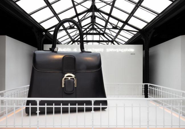 유서 깊은 브랜드인 만큼 고전적 핸드백 형태를 지켜온 브리앙 백 MM, 7백만원대, 델보